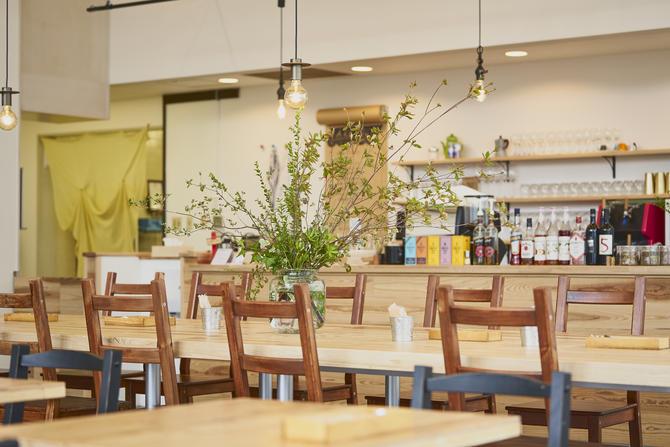 新型コロナ時代を生き抜く飲食店の業態変更! 内装デザインのポイントと実例を紹介