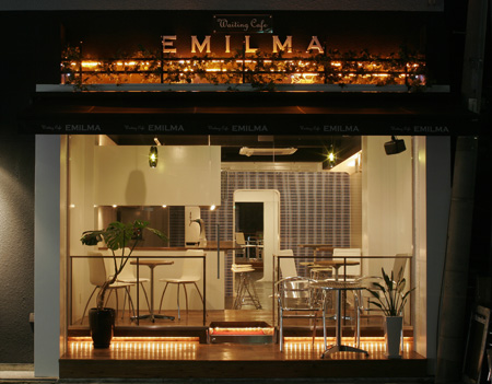 waiting cafe EMILMA
