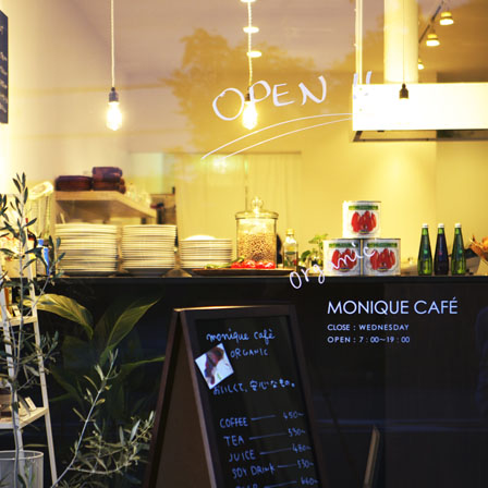 MONIQUE CAFE