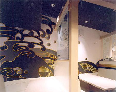 鮨屋 きらく  ファサード。 モダンな鮨屋が目を引く。 鮨屋 きらく 寿司屋 [東京メトロ六本木