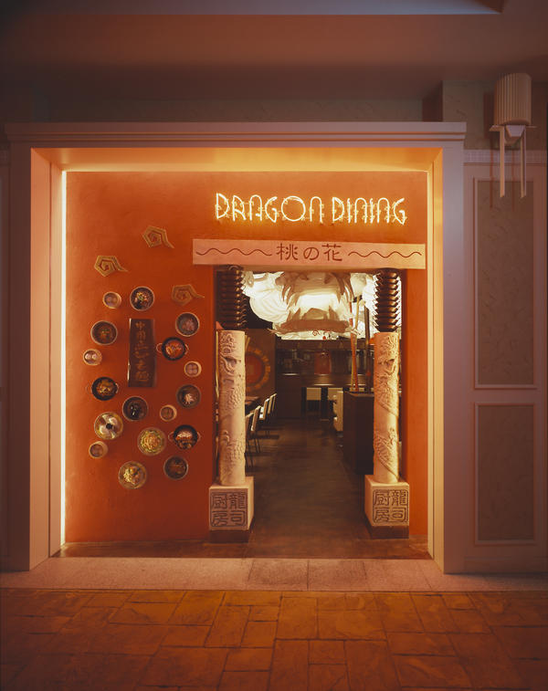 DRAGON DINING 桃の花