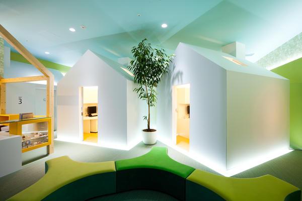 京都の小児科の内装事例(診察室)